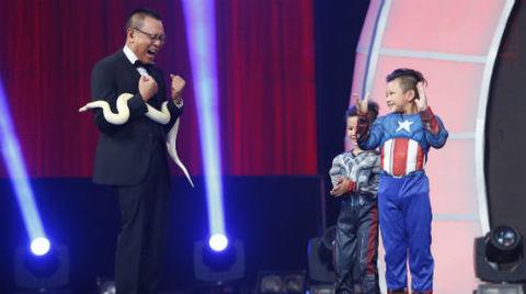 Màn trình diễn xiếc của hai anh em Minh Nhật- Minh Quang.