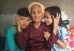 Nỗi lòng nhức nhối của bà 87 tuổi nuôi hai cháu bị mẹ bỏ rơi
