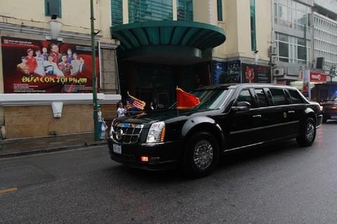 Đoàn xe đưa TT Mỹ vào phủ Chủ tịch nước