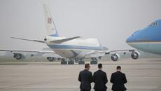 Khoảnh khắc 2 'Nhà Trắng bay' rời khỏi Hà Nội