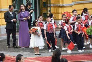 Cô bé Việt Nam tặng hoa Tập Cận Bình, Obama