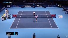 Federer hỏng ăn khó tin khi đối thủ hành động phản cảm