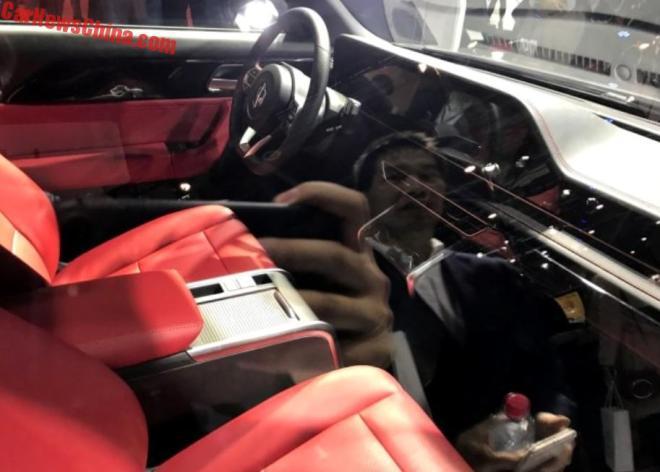 Xe ô tô thể thao điện 'siêu đẹp' giá chỉ hơn 300 triệu đồng trình làng