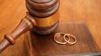 Vợ đòi ly hôn vì... chồng làm hết việc nhà