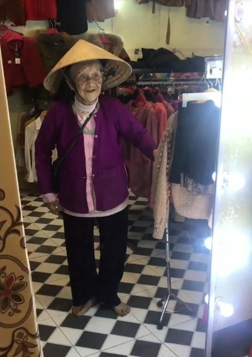 Cụ bà 103 tuổi nói chuyện với mình trong gương gây xúc động - ảnh 2