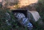 Phát hiện thi thể người phụ nữ bó bạt vứt dưới cống nước