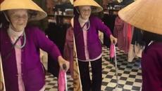 Cụ bà 103 tuổi nói chuyện với mình trong gương