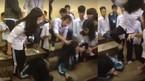 Nữ sinh bị nhóm bạn đạp vào đầu, đánh hội đồng trong lớp học