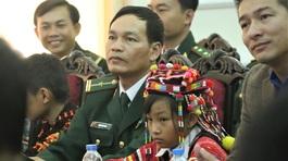"""Bộ trưởng Phùng Xuân Nhạ gặp mặt các """"thầy giáo mang quân hàm xanh"""""""