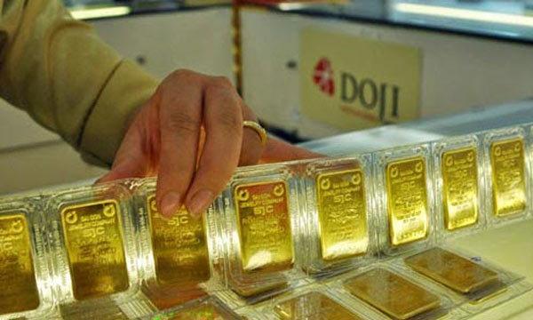 Giá vàng hôm nay 14/11: Ồ ạt bán tháo, vàng chìm đáy thấp