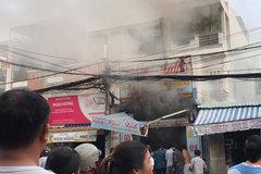 Nhiều người phi thân khỏi căn nhà rực lửa ở Sài Gòn