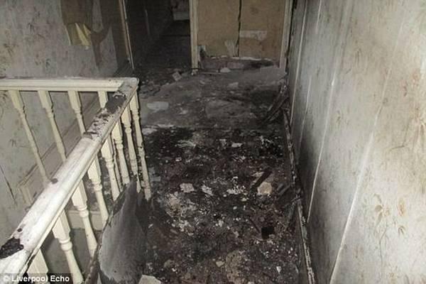 Mua nhà ma cũ nát giá 1 bảng Anh, cặp vợ chồng cải tạo thành căn hộ đẹp kinh ngạc - ảnh 2