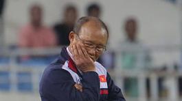 """HLV Park Hang Seo, chúng tôi thất vọng nên ông đừng """"ngủ gật""""..."""