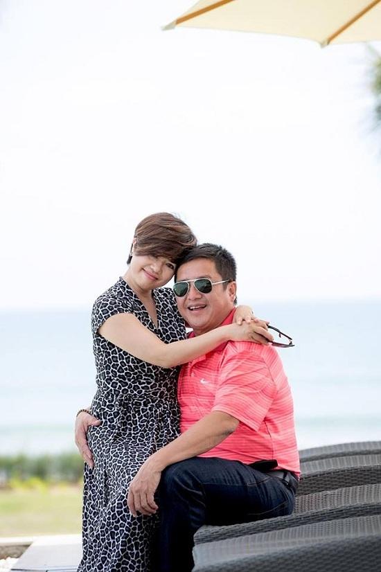 Ca sĩ Hồng Nhung khoe thân hình dẻo dai, săn chắc ở tuổi U50 - ảnh 2
