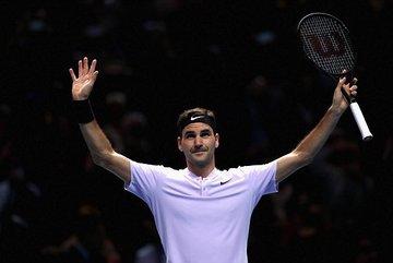 Thổi bay Zverev, Federer lần thứ 14 vào bán kết ATP Finals
