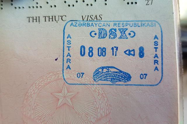 Chàng trai Việt đi xe máy đến Pháp xin visa thế nào? - ảnh 2