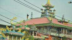 Thanh niên 'quậy tưng' suốt 5 giờ trên nóc nhà chùa Sài Gòn