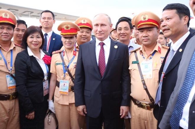 Nữ CSGT duy nhất được Tổng thống Nga Putin bắt tay cảm ơn - ảnh 2