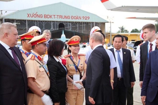 Nữ CSGT duy nhất được Tổng thống Nga Putin bắt tay cảm ơn - ảnh 1