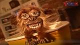 Giật mình với màn trêu đùa với chú khỉ