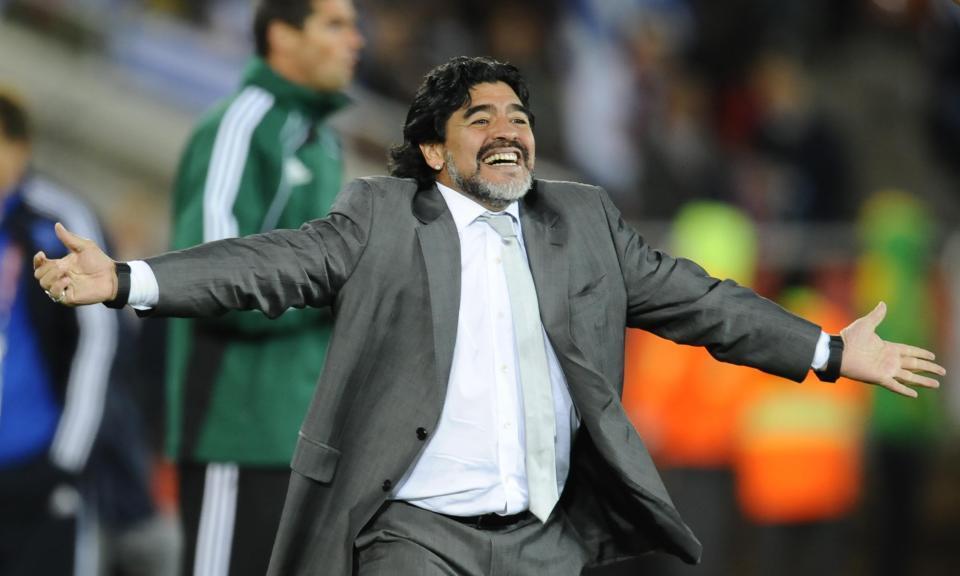 Maradona từng dẫn dắt tuyển Argentina từ 2008 đến 2010