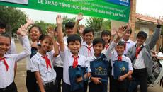 Quỹ từ thiện Cô giáo Nhế tặng 180 suất học bổng