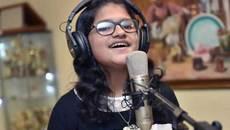 Bé gái 12 tuổi có thể hát 80 thứ tiếng