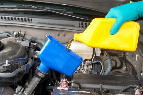 Ô tô nhanh chóng thành 'sắt vụn' khi tài xế để dầu động cơ quá bẩn