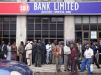 Thủ đô Zimbabwe 'dày đặc' xe tăng, dân ùn ùn rút tiền