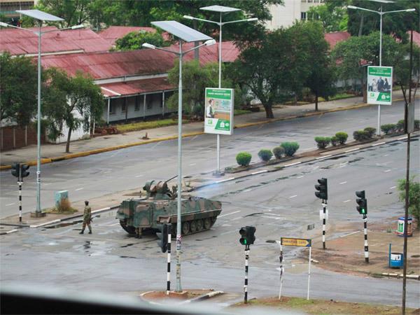 duong-pho-thu-do-zimbabwe-day-xe-tang-dan-un-un-rut-tien-3