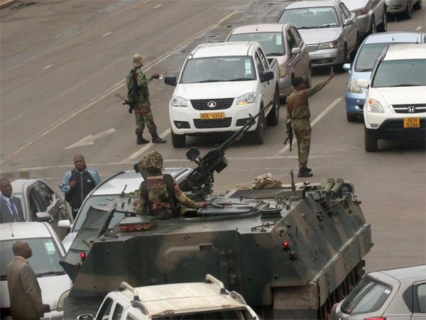 duong-pho-thu-do-zimbabwe-day-xe-tang-dan-un-un-rut-tien-4