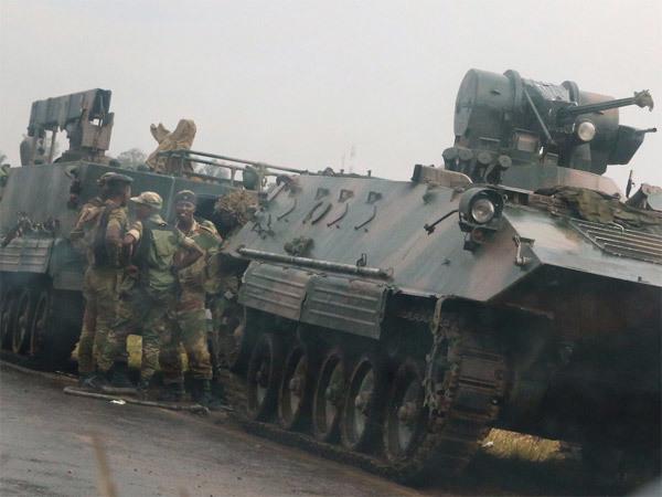 duong-pho-thu-do-zimbabwe-day-xe-tang-dan-un-un-rut-tien-6