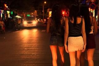 Gái mại dâm dụ khách làng chơi vào…bẫy để cướp