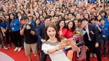 Phạm Hương nhảy flashmob cực đỉnh cùng 1000 sinh viên