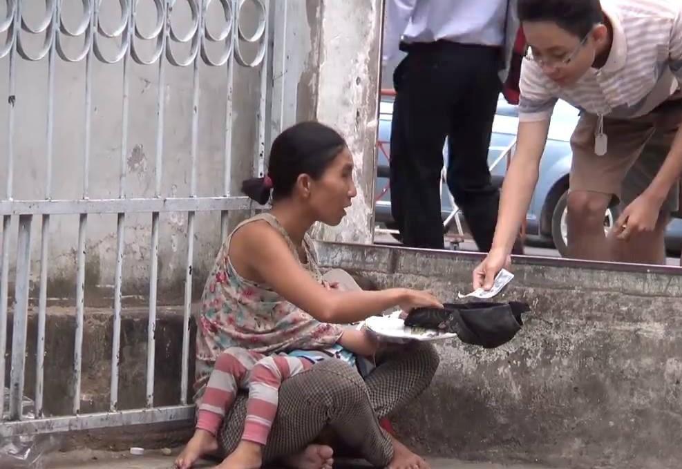 Tạm giữ đôi nam nữ nghi tiêm chất lạ, bắt trẻ em ăn xin