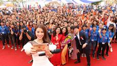 Hoa hậu Phạm Hương cùng hàng ngàn sinh viên nhảy flashmob