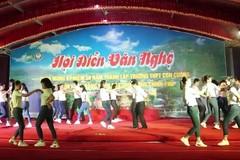 Thầy cô nhảy Cha Cha Cha đẹp mắt khiến học sinh phấn khích