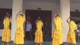 Múa Ấn Độ phiên bản... nam sinh