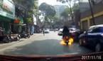 Xe tay ga đang đi bốc cháy ngùn ngụt trên phố Hà Nội