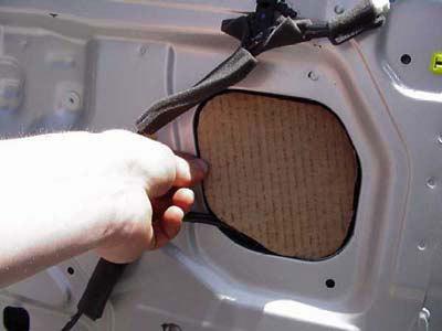 Có nên dán tấm chống ồn cho ô tô?