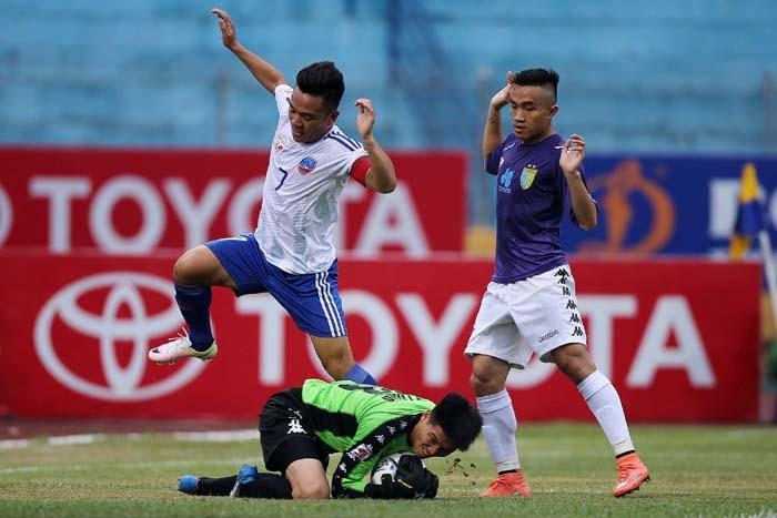 """Kết quả hình ảnh cho Trọng tài thổi trận """"chung kết"""" V-League bị Thái Lan treo còi"""