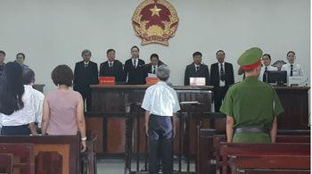Bị tuyên 3 năm tù tội dâm ô trẻ em, cụ ông 77 tuổi dọa tự thiêu