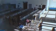 Cô gái bỏ lỡ kỳ thi quan trọng vì cứu người khẩn cấp ở nhà ga