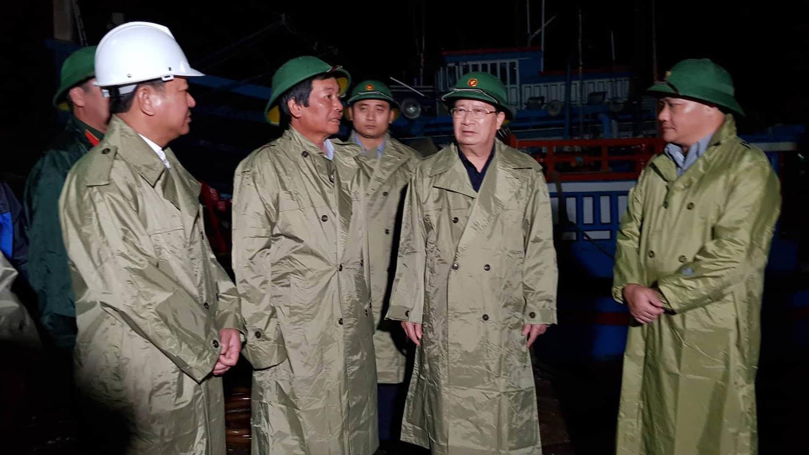 Phó Thủ tướng kiểm tra chống bão tại Ninh Thuận - 1
