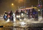 Sài Gòn mưa lớn trước bão số 14 sắp đổ bộ