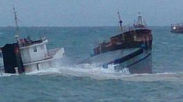 Nhiều tàu thuyền gặp nạn do áp thấp, 2 thuyền viên mất tích