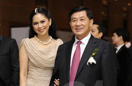 Nhận quà ngàn tỷ, mẹ chồng Hà Tăng mạnh tay chi tiền