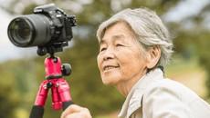 Cụ bà 89 tuổi chụp ảnh diễn sâu hơn giới trẻ