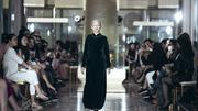 Người mẫu 80 tuổi làm vedette trong show Hà Linh Thư