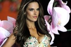 Alessandra Ambrosio tuyên bố giải nghệ sau Victoria's Secret Show 2017